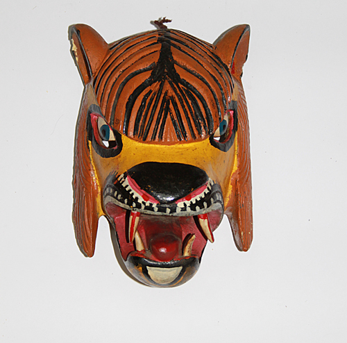 Carnaval / Carnival, Lion, Carpinteros, Hidalgo, Polychrome carved wood, Circa 1990, 30 cm long x 19 cm wide